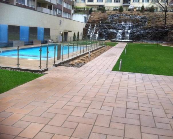 Cour intérieure condominium - Pavé-uni et végétalisation