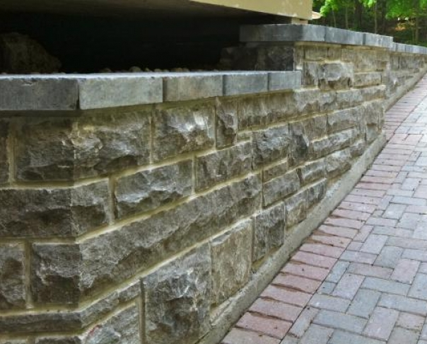 Stone retaining wall - Outremont