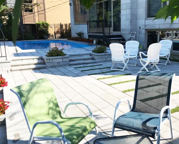 Piscine urbaine et terrasse-Westmount - Pavé uni , Restauration piscine urbaine béton