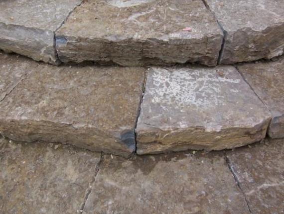 Marches en pierre taillée - Détail et précision