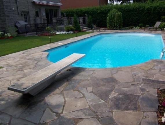 Tour de piscine en pierre taillée - Ledgerock joint de ciment. Ville Mont-Royal