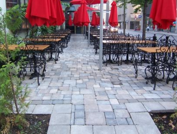 Restaurant terrace downtown Montreal - Downtown Montreal landscaping, interlock