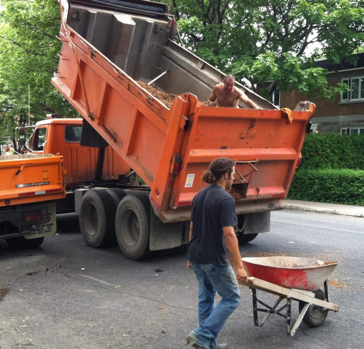 Équipements - Camions, outils motorisés
