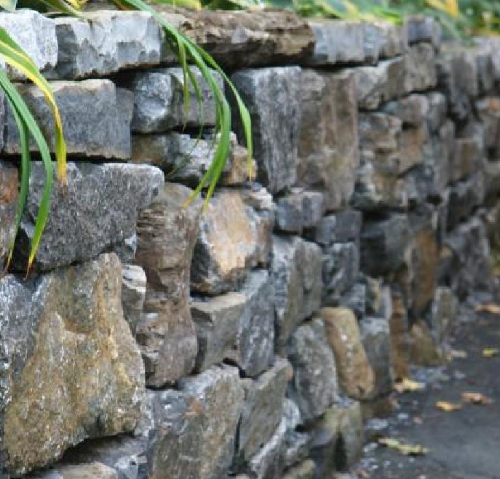 Mur de pierres récupérées, Westmont - pierres de démolition